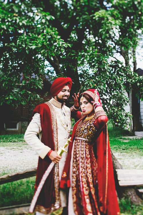 http://weddingstoryz.blogspot.in/ Indian Weddings Desi Weddings Bride makeup jewelry lehenga red groom sikh punjabi
