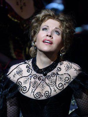 ♫ Renée #Fleming, American Soprano made her debut in 1986 singing Konstanzein Die Entführung aus dem Serail by Wolfgang Amadeus #Mozart. In StreamOpera's Catalogue with La #Traviata by Giuseppe Verdi ♫