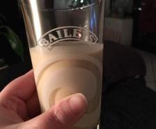 Rezept Eiskaffee-Sahne Likör, ähnlich wie Baileys und milder von Ju_lie - Rezept der Kategorie Getränke