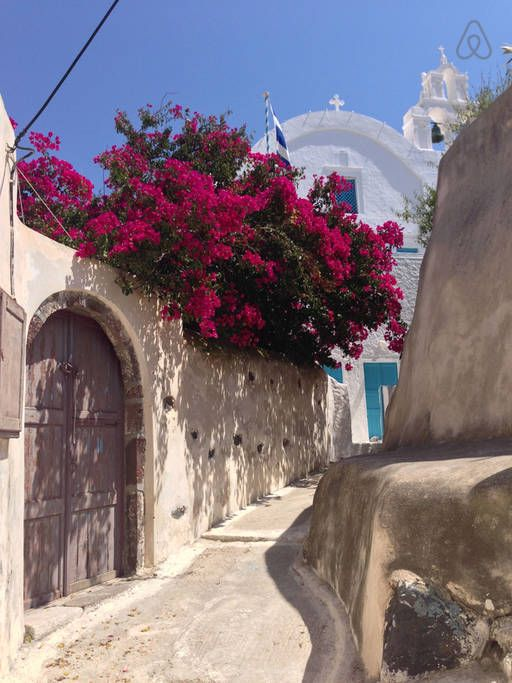 The Finikia traditional settlement in Oia, #Santorini