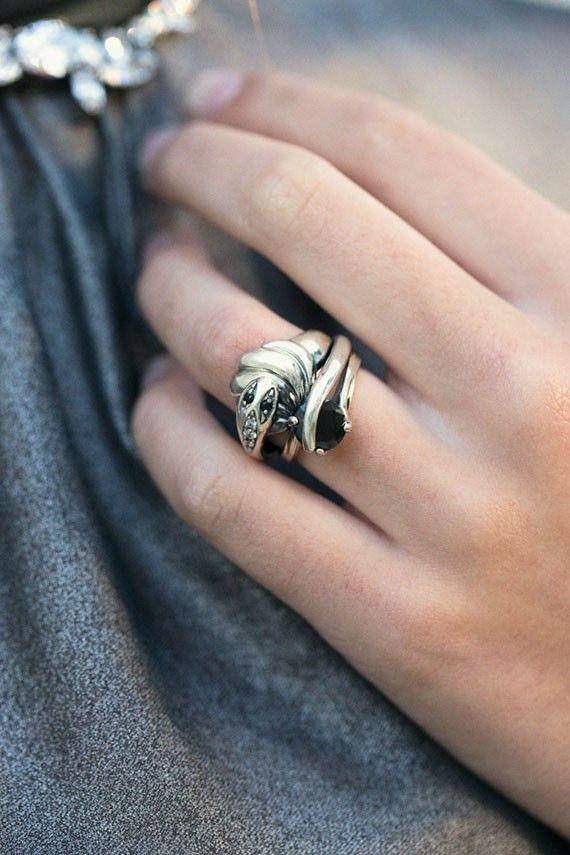 Iosselliani - Crystal Silver Snake Ring | BONA DRAG