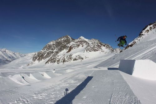 Summer Freestyle snowpark in Val Senales, june 2011