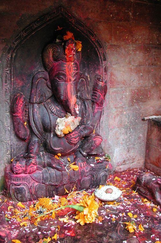 I Mantra come pratiche spirituali presenti nelle diverse tradizioni e religioni, dall'induismo fino a pratiche assimilabili nelle religioni monoteiste.