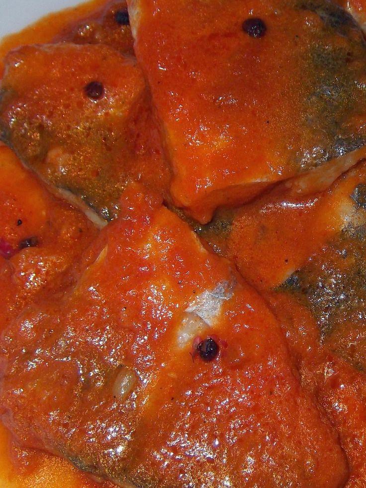 Merlucius in sos de roșii