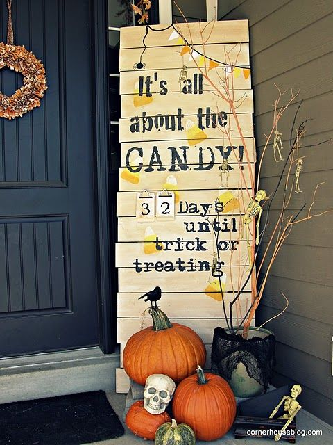 fall porch decor. this would be fun to change to a christmas theme and count downIdeas, Halloween Porches, Halloween Decor, Fall Decor, Halloween Countdown, Fall Halloween, Front Doors, Front Porches, Halloween Signs