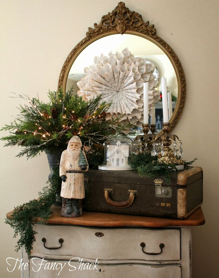 Love the mix of Christmas and vintage items - love the suitcase