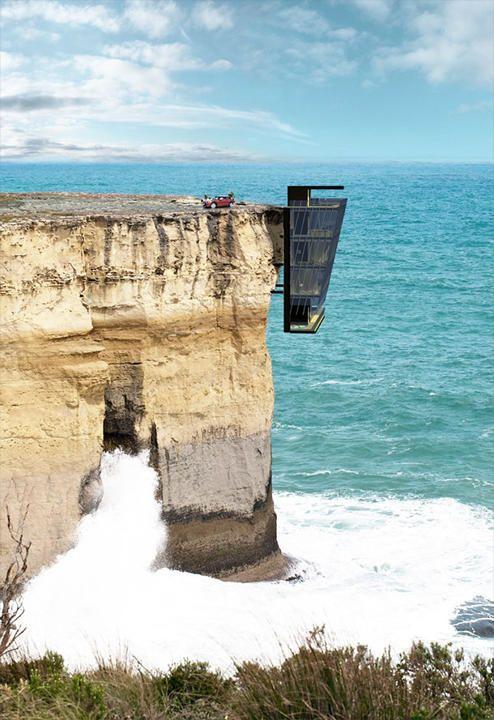 Sub locuinta, se sparg valurile oceanului