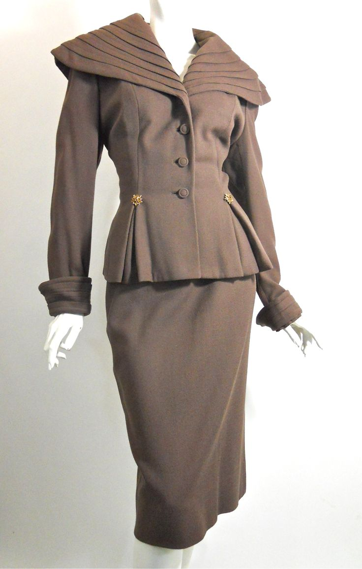 A elegantly lovely 1940s Lilli Ann suit. #vintage #fashion #1940s