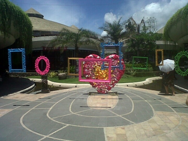 Valentine love frame at beach walk bali create by dekor indo