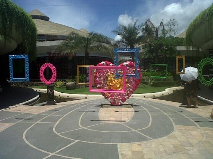 Valentine love frame at beach walk bali create by dekor indo