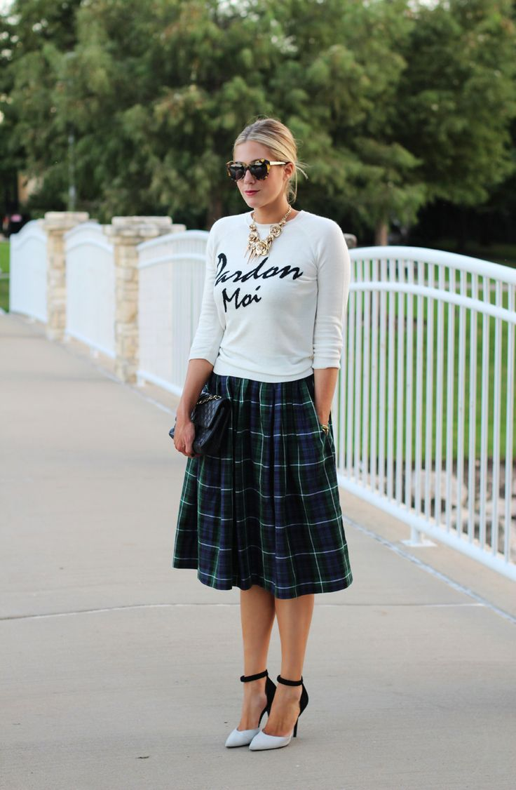 Plaid skirt and sweatshirt for Fall