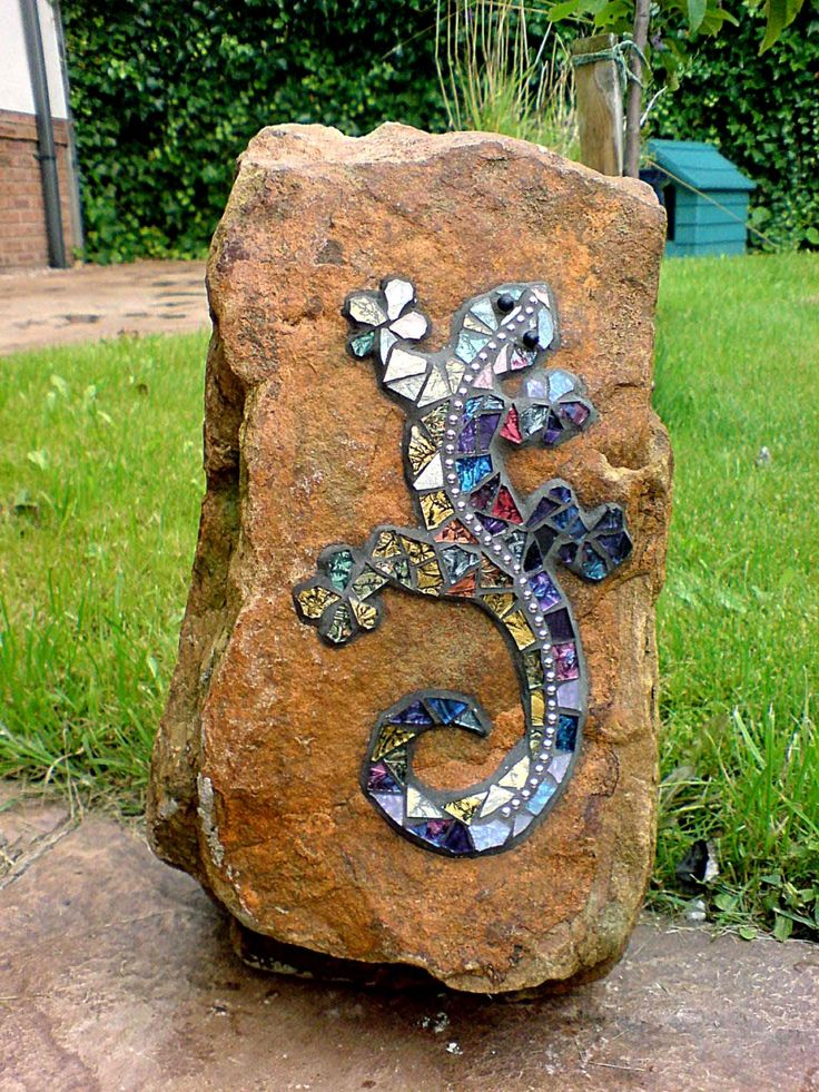 Gecko on the Rock; glass on sandstone; by Gisela Gibbon, Scarborough, North Yorkshire.