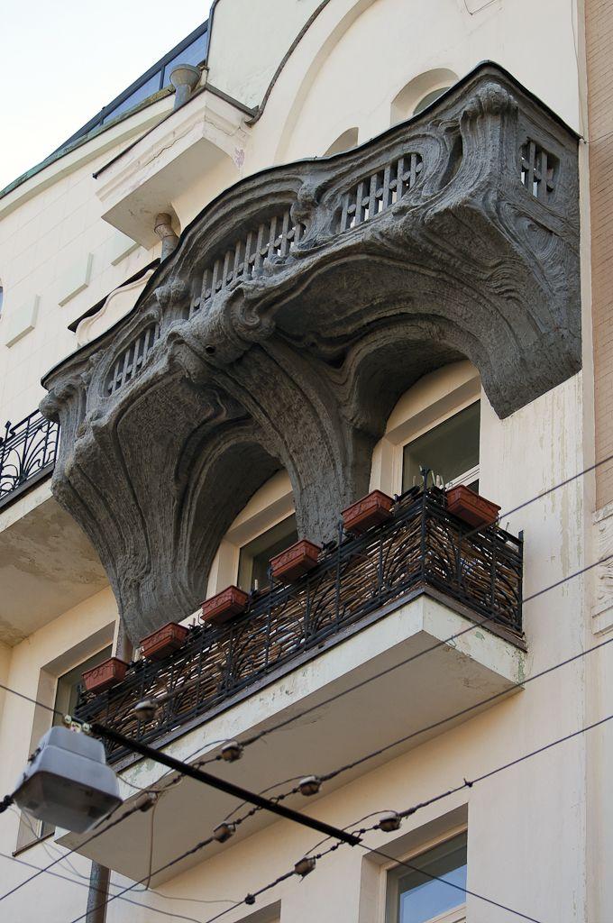 Чугунные балконы на доме № 11 в 2-м. Обыденском переулке
