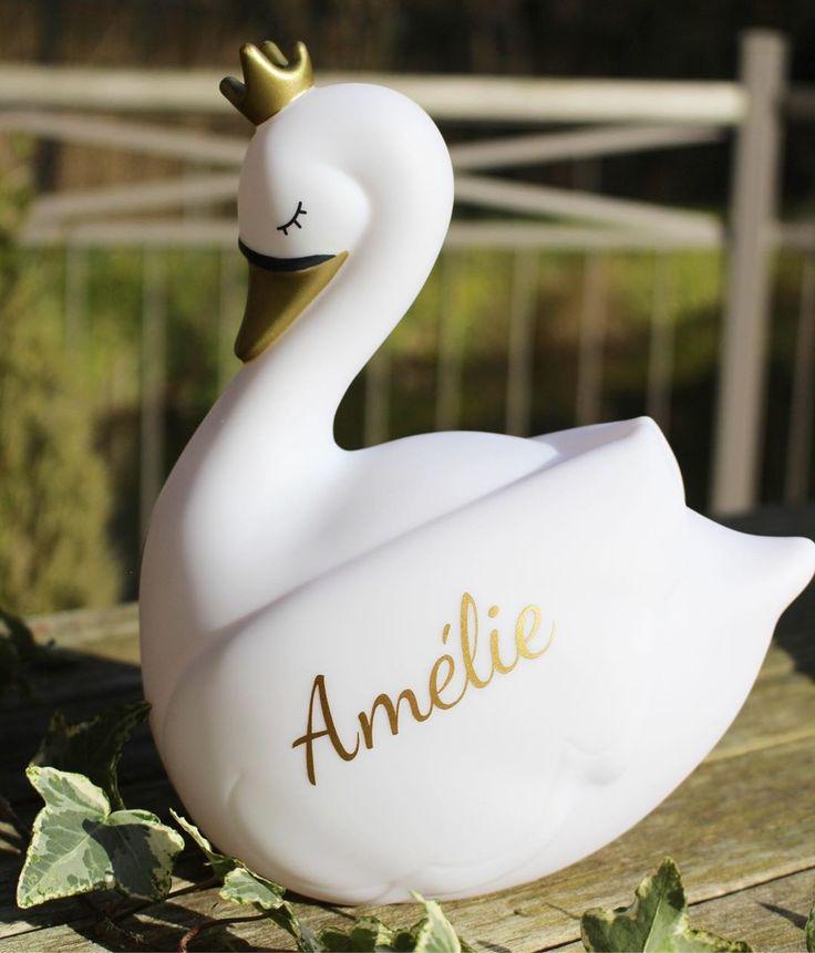 Amélie 🎀 ♥  A beautiful swan for a beautiful girl ♥   swan  zwaan  gold …
