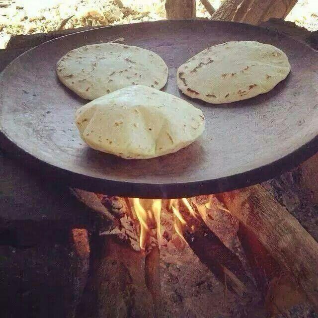 Tortillas hechas en comal de barro