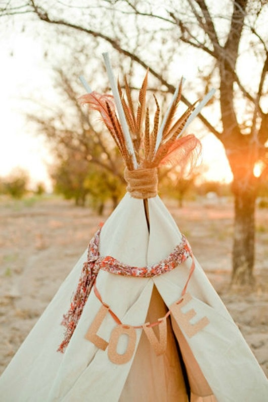 Boho wedding teepee. Lovely. I'm going to have this so Ryan and I can hide from everyone.