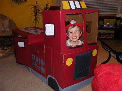 Camión de bomberos con cartón