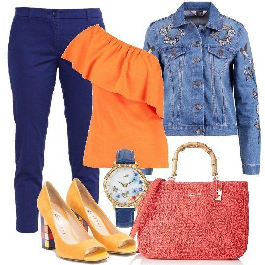Giacca di jeans e orologio con fantasia floreale, chino slim dark blue, 7/8, t-shirt orange con stampa e taglio asimmetrico. décolleté open toe sunset, con tacco in fantasia a scacchi multicolore e borsa a mano corallo. Per una donna che ama sempre stupire.