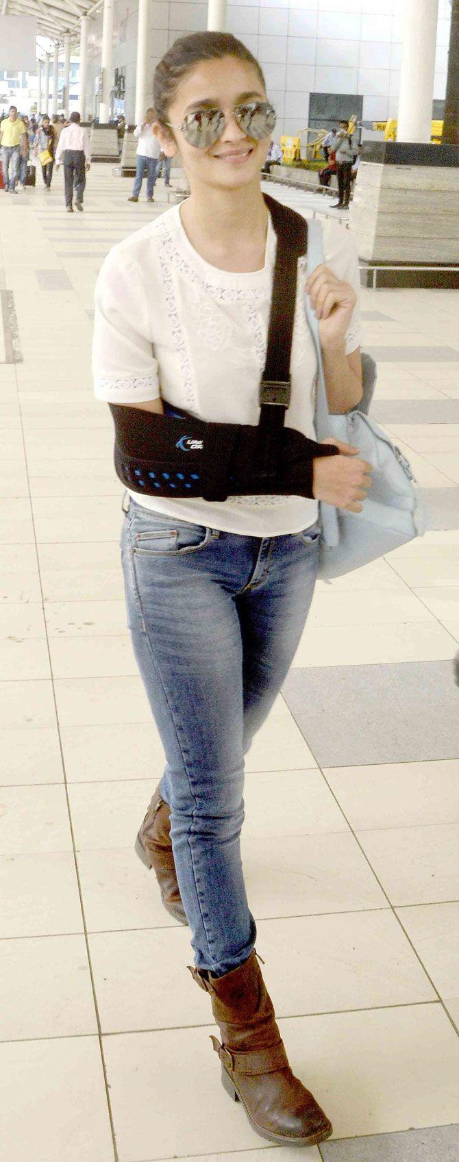 Alia Bhatt at Mumbai airport. #Bollywood #Fashion #Style #Beauty