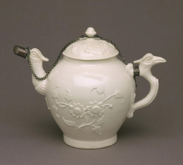 Teapot with Lid Made by the Saint-Cloud porcelain factory, Saint-Cloud, France, c. 1690 - 1766