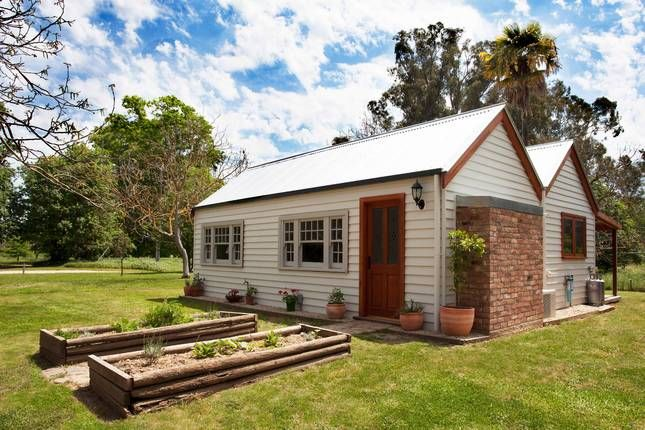 Cortes Cottage, a Gapsted Farmstay | Stayz