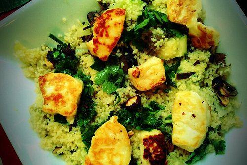 Couscous met haloumi, gisteren gemaakt, maar met feta want in Oostende geen haloumi gevonden :-(. Lekker, maar zou de volgende keer wat rode paprika toevoegen voor de kleur