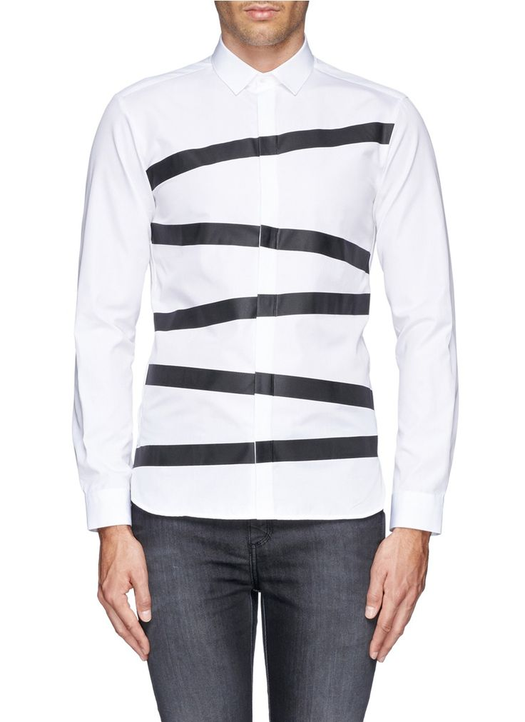 Defined by contrast irregular stripes that are bonded instead of printed on the garment, this Neil Barrett shirt offers a dashingly cool pattern that will never fade away.
