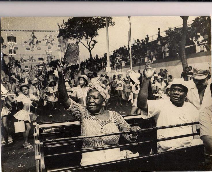 Clementina de Jesus e Mestre Candeia - desfile da escola de samba Grande Quilombo.