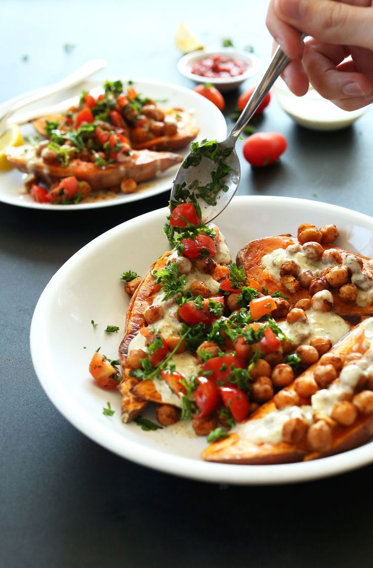 HEALTHY Mediterranean Baked Sweet Potatoes | A healthy 30 minute meal that's flavorful and filling! #vegan #glutenfree