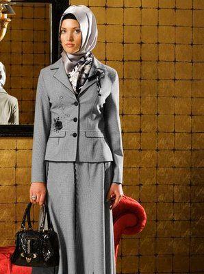 grey suit with silver hijab, black handbag.jpg (298×400)