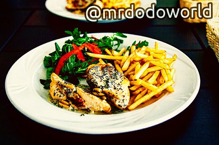 #frenchfries #chicken #eating #chips #food #friedchicken #dinner #meat #meal #restaurant #lunch #plate #grilled #lettuce #fiet #menu #nutrition #healthy #fries #potatoes #salad #delicious