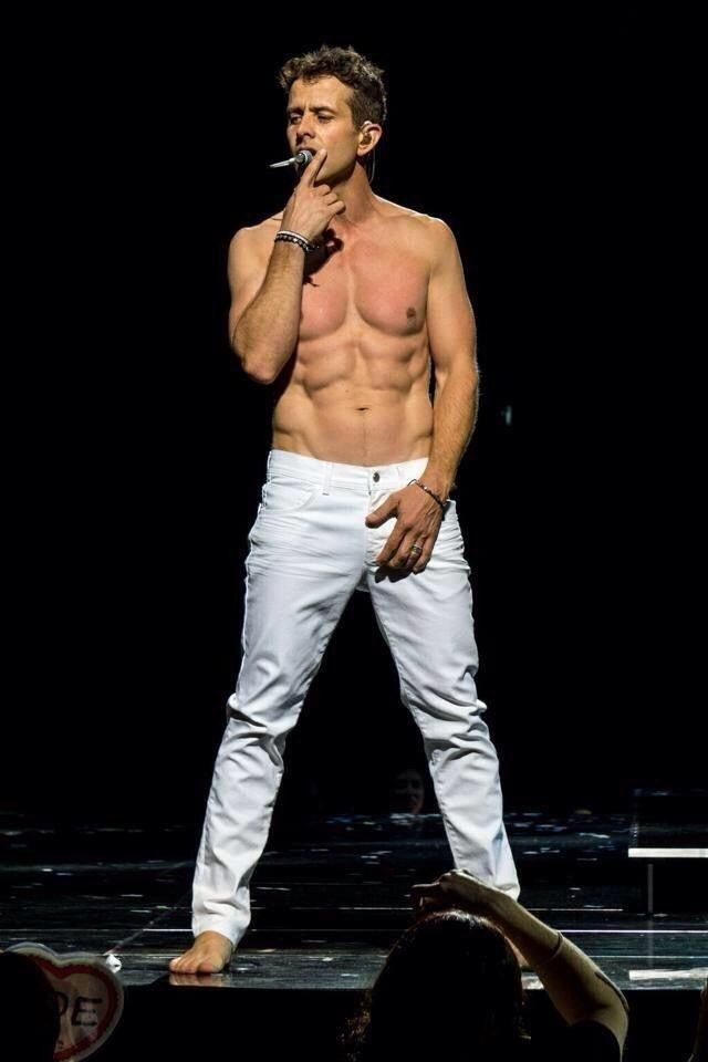 Joey McIntyre, of the legendary 80s boy band New Kids on the Block, is turning 43 on December 31st. To help you celebrate, here are 43 sexy pictures of Joey. Who knows, you might just become a Joey girl after this post ;)