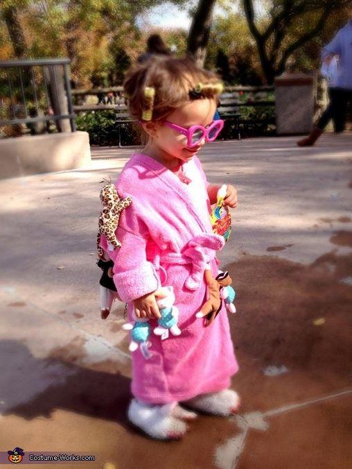 OH MY GOSH Sooooo funny! Crazy Cat Lady - Homemade Halloween Costume. My child