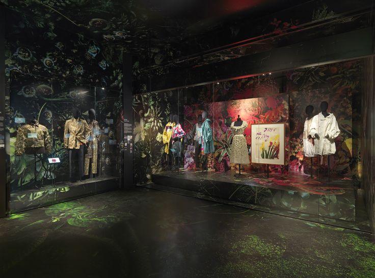 SUMMER FLOWER & BLACK ROSES theme - Dries Van Noten Inspirations @ MoMu Fashion Museum Antwerp / (c) Koen de Waal