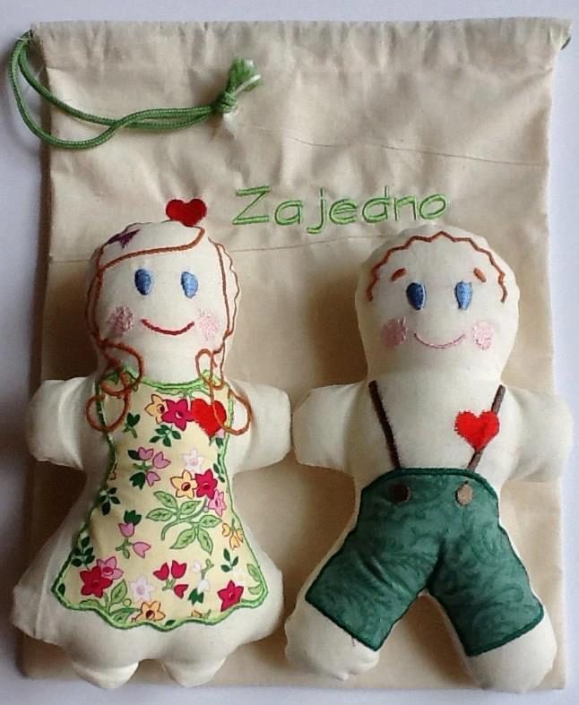 bambole e sacchetto in stoffa di Cooperativa Zajedno