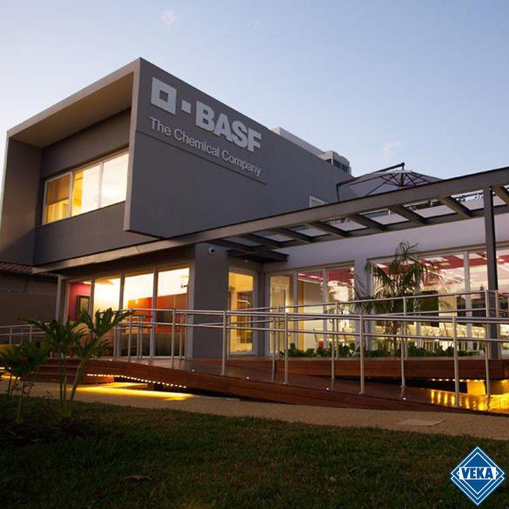 A BASF é uma empresa líder mundial na área química.  { The Chemical Company }. Localizada na Alemanha, conta com os Sistemas de Perfil de PVC VEKA para proporcionar um ambiente mais silencioso e confortável.   #VEKA #PerfilDePVC