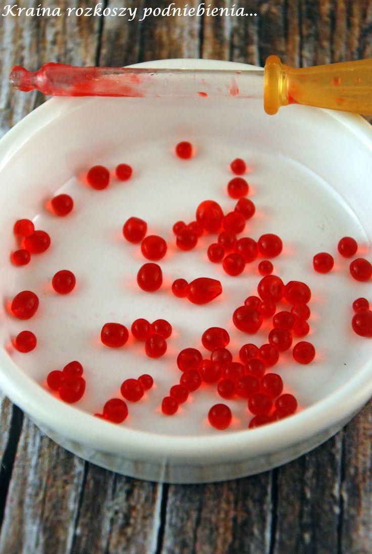 Różowe galaretkowe kuleczki widziałam już dość dawno temu na blogu Gosi . Obiecałam sobie, że kiedyś na pewno je zrobię i właśnie w piąte...