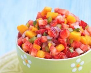 Salsa sucrée de fraise à la mangue spécial retour de plage : http://www.fourchette-et-bikini.fr/recettes/recettes-minceur/salsa-sucree-de-fraise-a-la-mangue-special-retour-de-plage.html