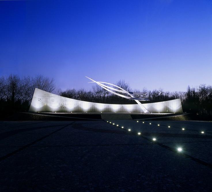 Polish Air Memorial by Mark Dziewulski