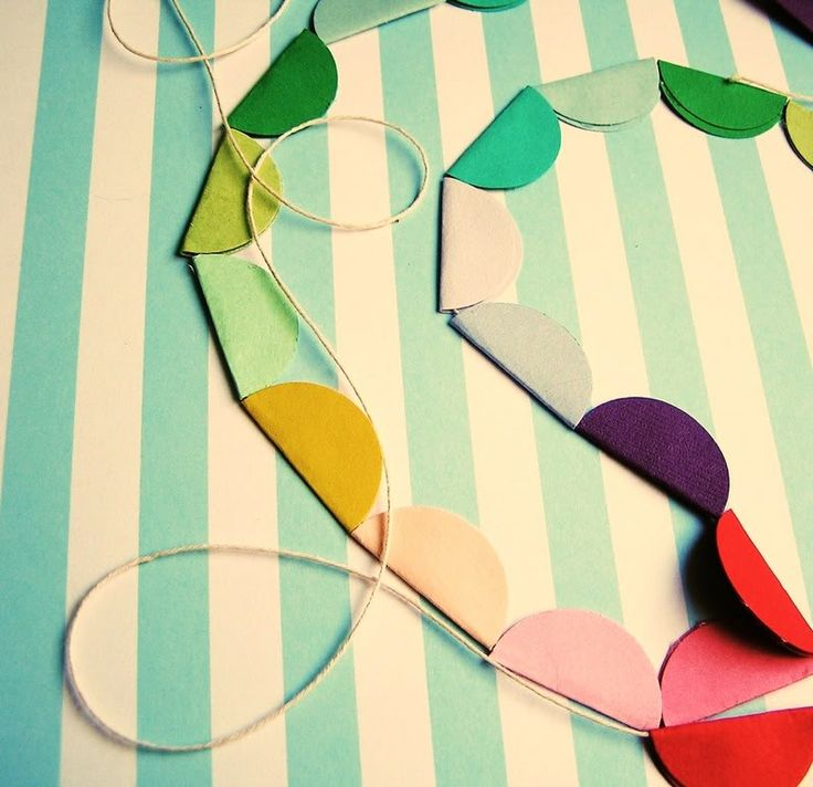 Easy, festive bunting. Cute! Make in Christmas colors around the dining room or Kelton's room.