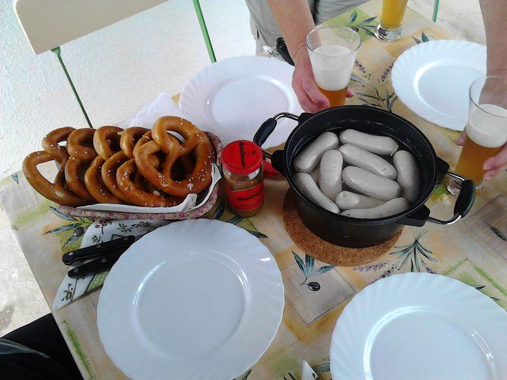 Weisswurst mit Süss-Senf und Bretzel, Weizenbier