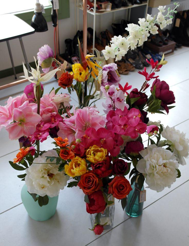 Allemaal verschillende soorten bloempjes, hoe leuk! Maak zelf een mooi boeketje voor in je woonkamer! Kom gezellig langs bij Venten! #Amsterdam #ceintuurbaan400 #ceintuurbaanamsterdam #depijp #zomer #coloursandgreen