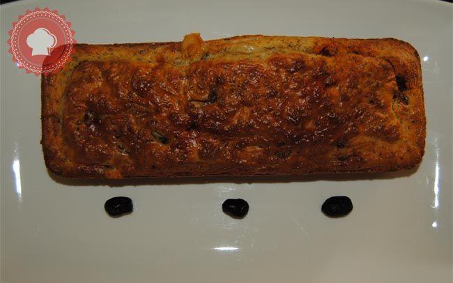 Cake au chorizo, tomates confites, fromage de chèvre et olives noires