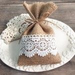 burlap-and-lace-wedding-favors-rustic-diy-gift-bags-ewfb068