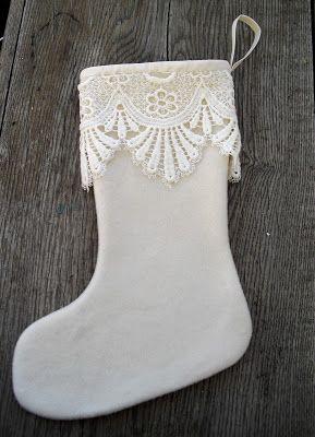 Moski: Wool stocking with lace - Julestrømpe av ullkåpe