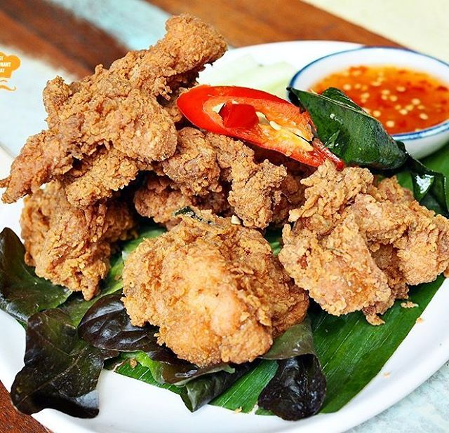 Crunchy and Crispy Thai Fried Chicken at Boat Noodle. #thaifood #friedchicken #boatnoodle #myboatnoodle @myboatnoodle