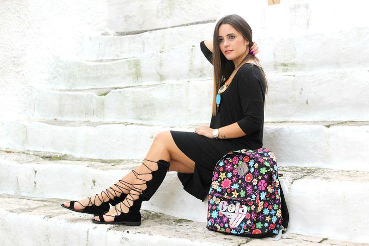 Sandali alla schiava, accessori colorati.. ed un vestito nero!