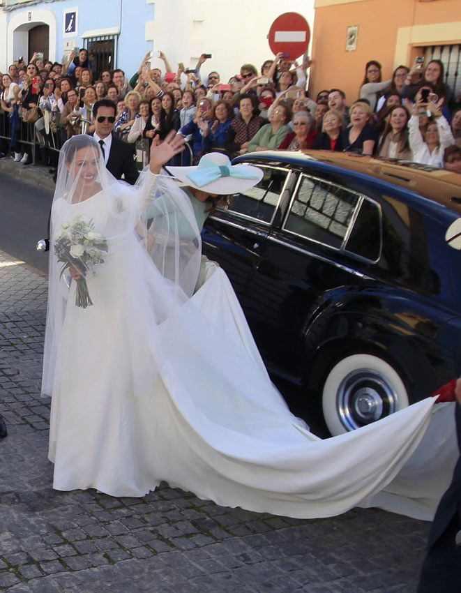 Eva González, una novia fiel a su estilo, belleza natural llena de simbolismo