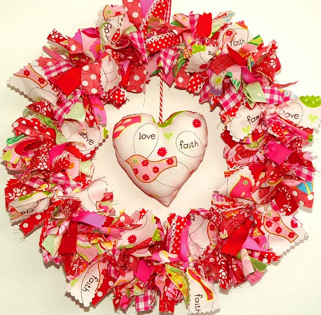 valentine fabric wreath...like the idea of the pillow in the center
