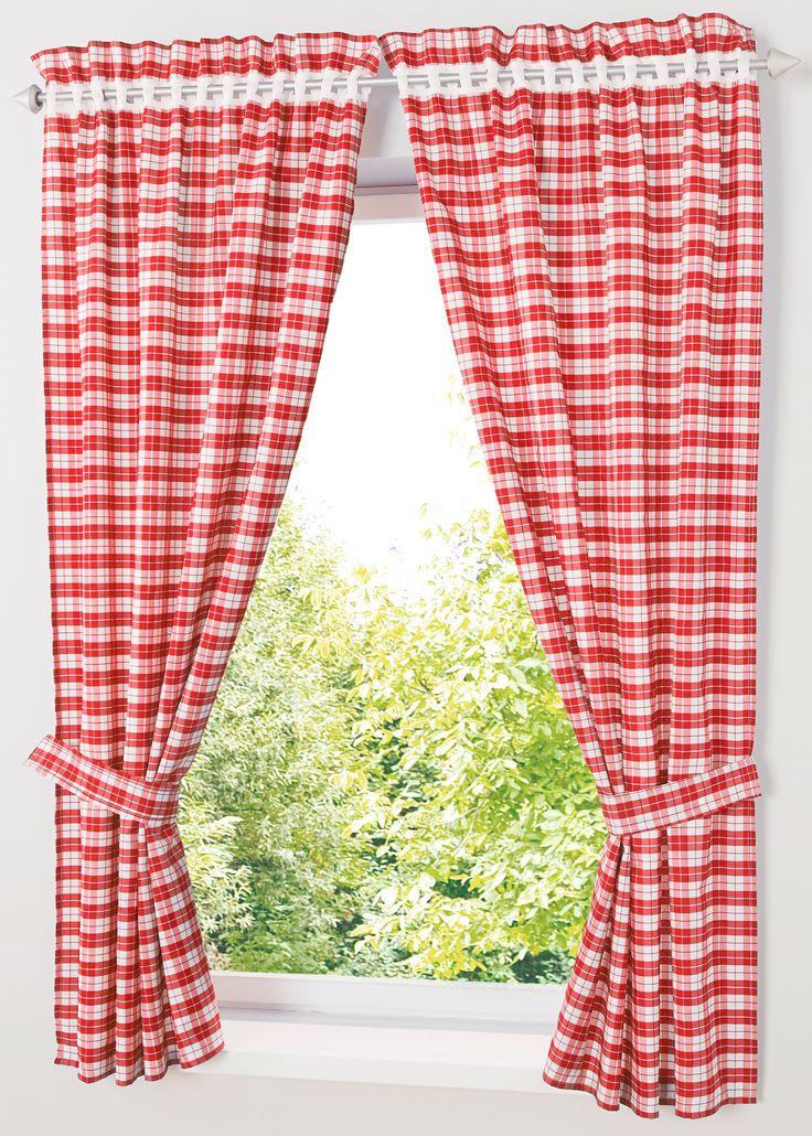 Bekijk nu:Met deze twee gordijnen geef je je keuken een rustieke country-look. De set bestaat uit 2 geruite gordijnen met twee bijpassende embrasses. Ruitjespatroon aan de voor- en achterkant. Makkelijk aan de gordijnstang te bevestigen met de gaatjesrand.